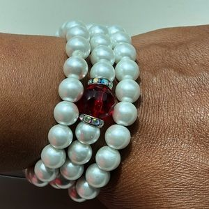 Jewelry - White/ red centered beaded bracelets